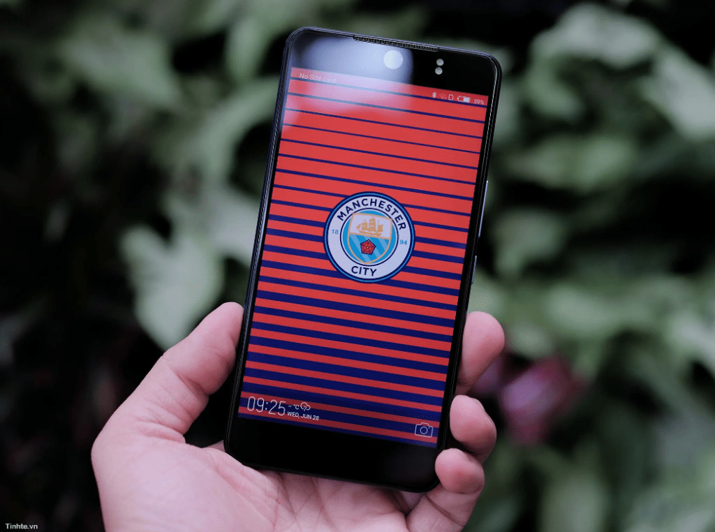The tecno camon cx manchester city edition will bring on board 4GB RAM up from the 2GB on the Camon CX.